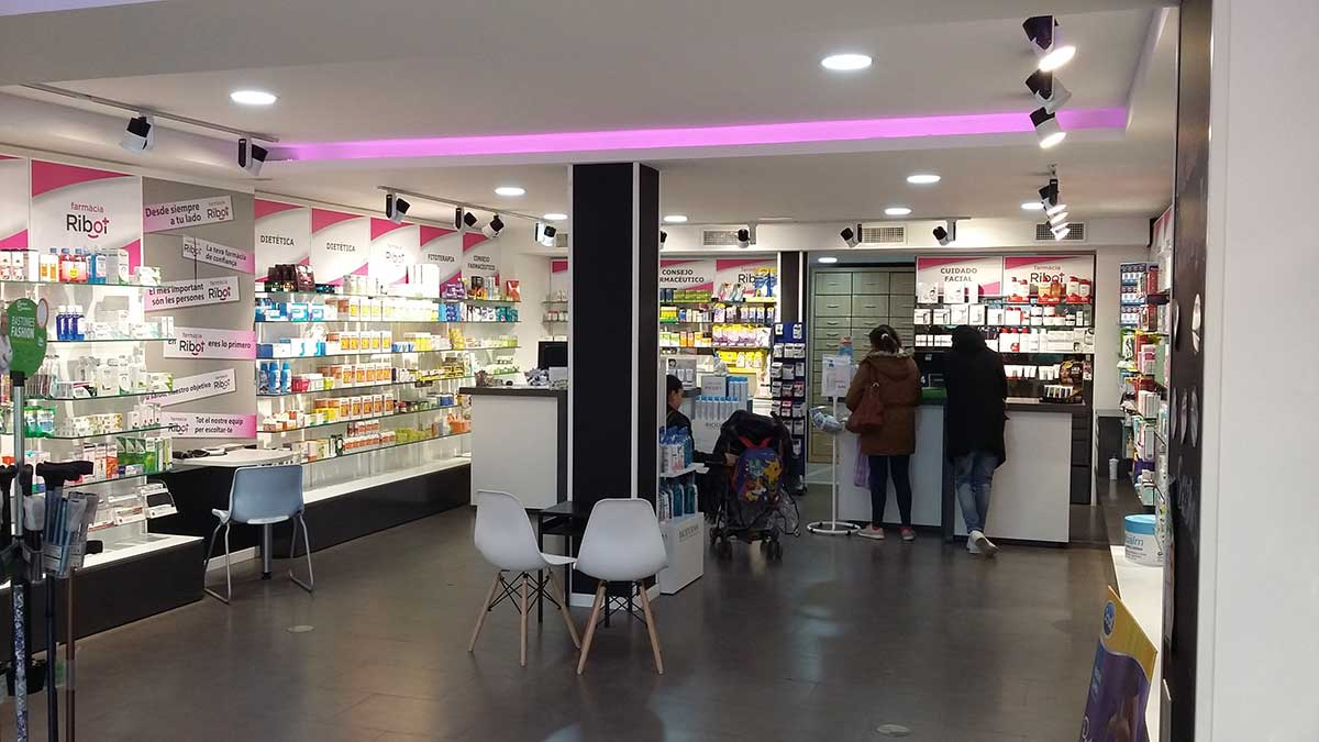 Interior Farmacia Ribot 2