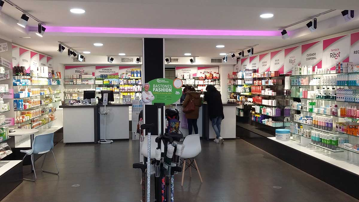 Interior Farmacia Ribot 3
