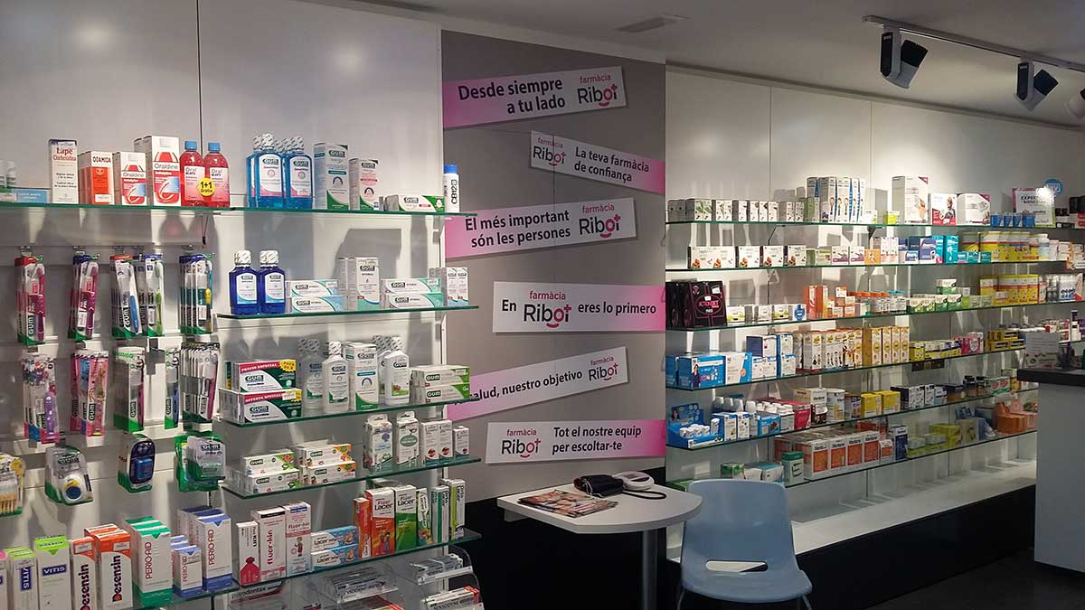 Interior Farmacia Ribot 7